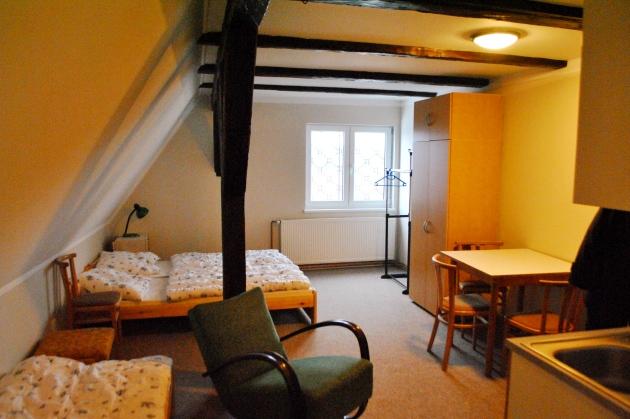 Pokoj č. 7, první pohled